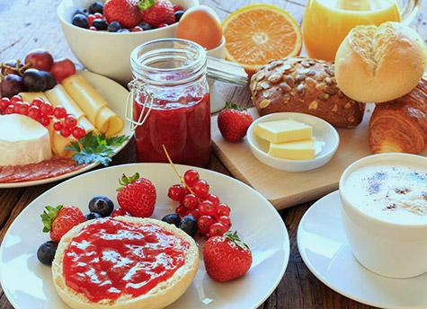 Petit-déjeuner buffet<br> jusqu'à 12 heures